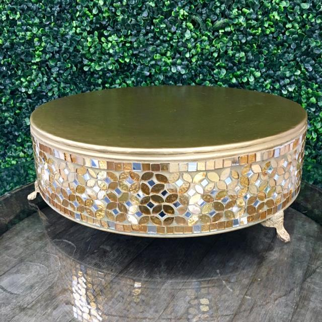 Where to find CAKE STAND MOSIAC GOLD 16 in Gulfport